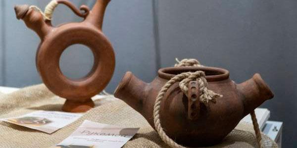 You are currently viewing Выставка керамических изделий мастера-керамиста Анны Плагун