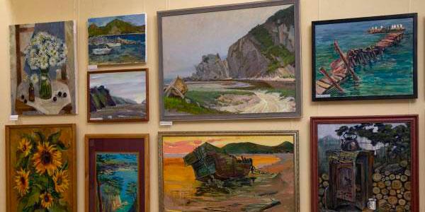 You are currently viewing Выставка преподавателей Хабаровского колледжа искусств «Ветер перемен»